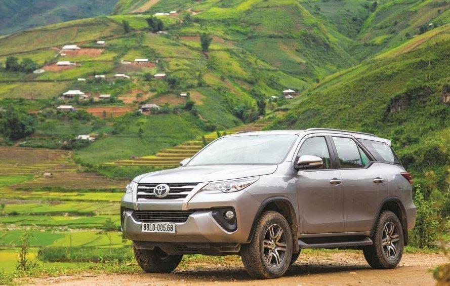 xe ô tô 7 chỗ tiết kiệm nhiên liệu nhất hiện nay tại Việt Nam - Toyota Fortuner.