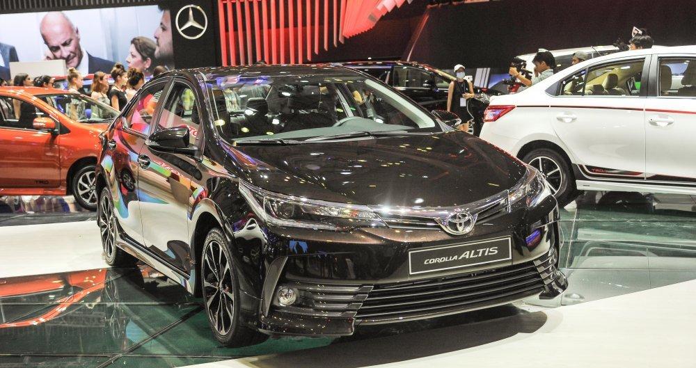 Chi tiết bảng giá phụ kiện chính hãng của Toyota Corolla Altis mới nhất.