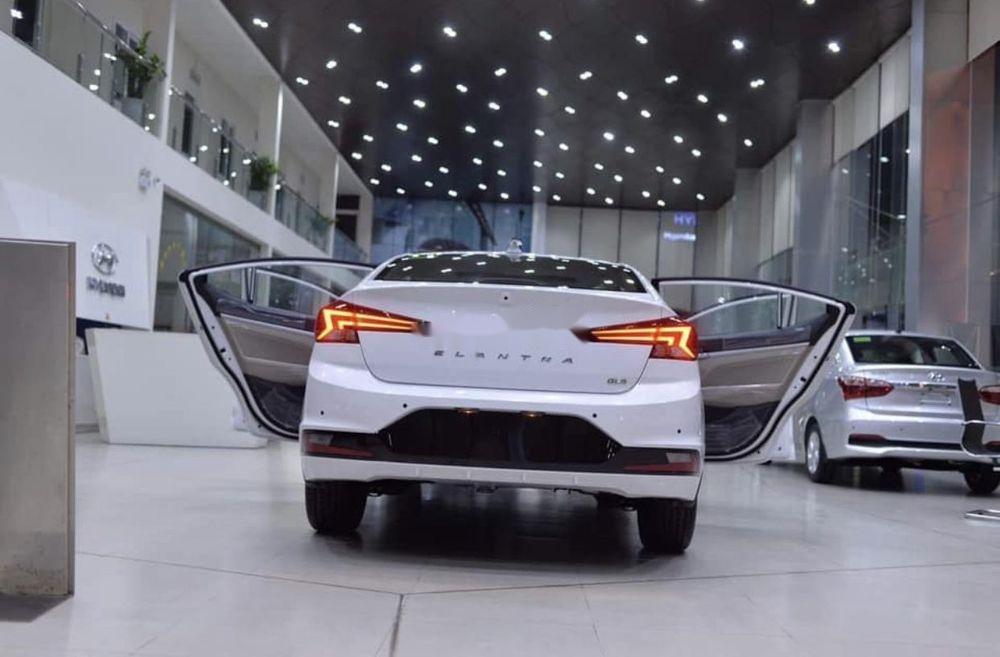 Bán ô tô Hyundai Elantra đời 2019, màu trắng (3)