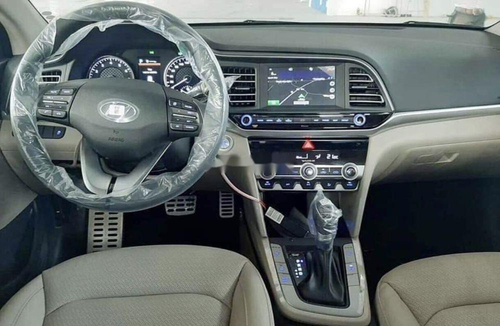 Bán ô tô Hyundai Elantra đời 2019, màu trắng (5)
