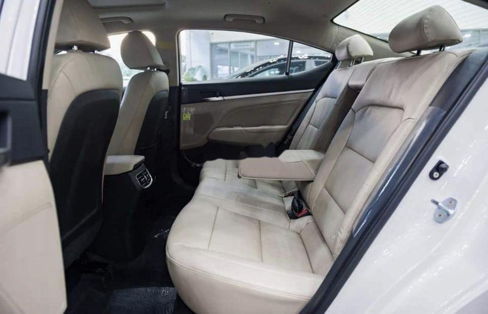 Bán ô tô Hyundai Elantra đời 2019, màu trắng (4)