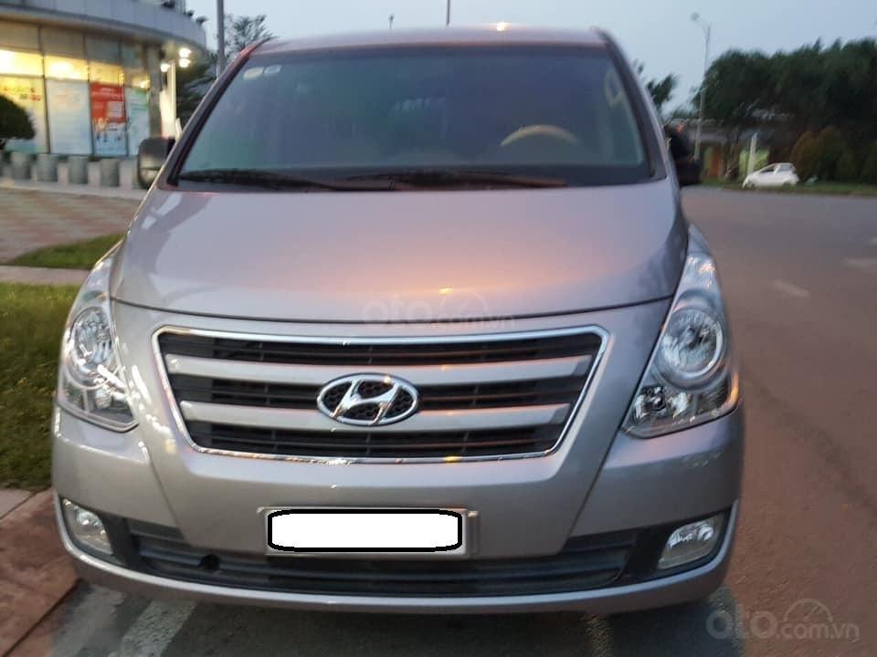 Bán Hyundai Starex năm sản xuất 2016, màu xám (ghi), xe nhập, máy dầu, số sàn, 1 chủ mua mới từ đầu, biển Bình Dương (1)
