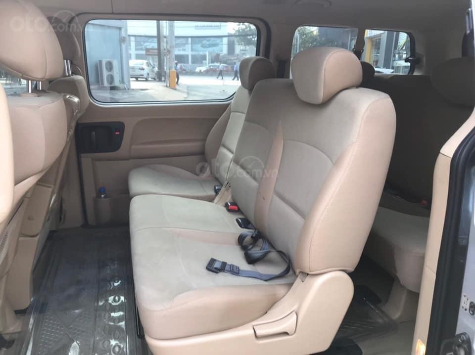 Bán Hyundai Starex năm sản xuất 2016, màu xám (ghi), xe nhập, máy dầu, số sàn, 1 chủ mua mới từ đầu, biển Bình Dương (4)
