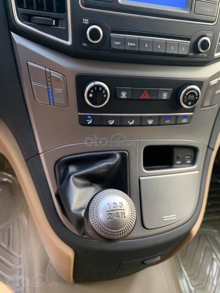 Bán Hyundai Starex năm sản xuất 2016, màu xám (ghi), xe nhập, máy dầu, số sàn, 1 chủ mua mới từ đầu, biển Bình Dương (8)