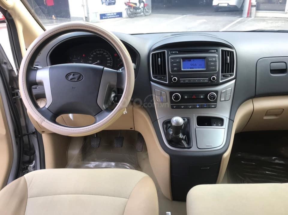 Bán Hyundai Starex năm sản xuất 2016, màu xám (ghi), xe nhập, máy dầu, số sàn, 1 chủ mua mới từ đầu, biển Bình Dương (7)