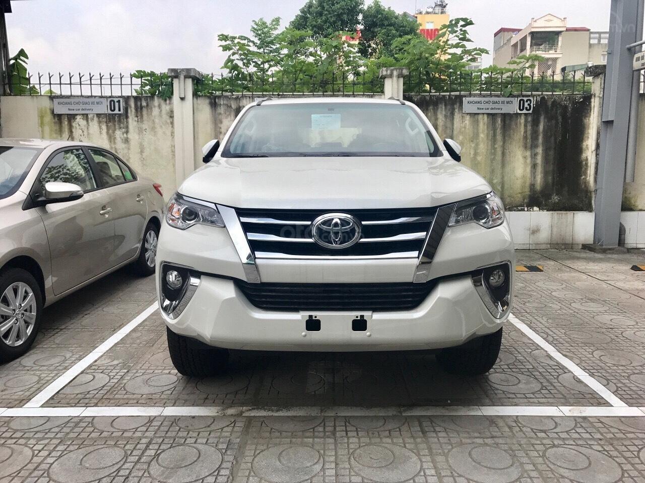 Bán xe Toyota Fortuner máy dầu số tự động 2019, hỗ trợ ngân hàng 90%. LH: 084.765.5555 (2)