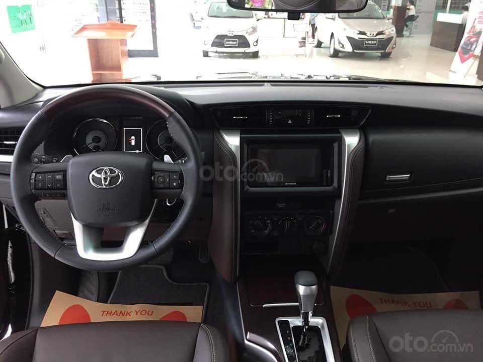 Bán xe Toyota Fortuner máy dầu số tự động 2019, hỗ trợ ngân hàng 90%. LH: 084.765.5555 (7)