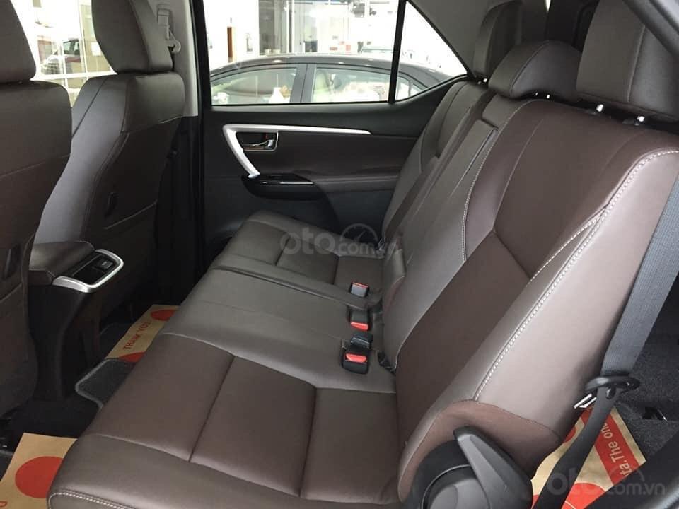 Bán xe Toyota Fortuner máy dầu số tự động 2019, hỗ trợ ngân hàng 90%. LH: 084.765.5555 (10)