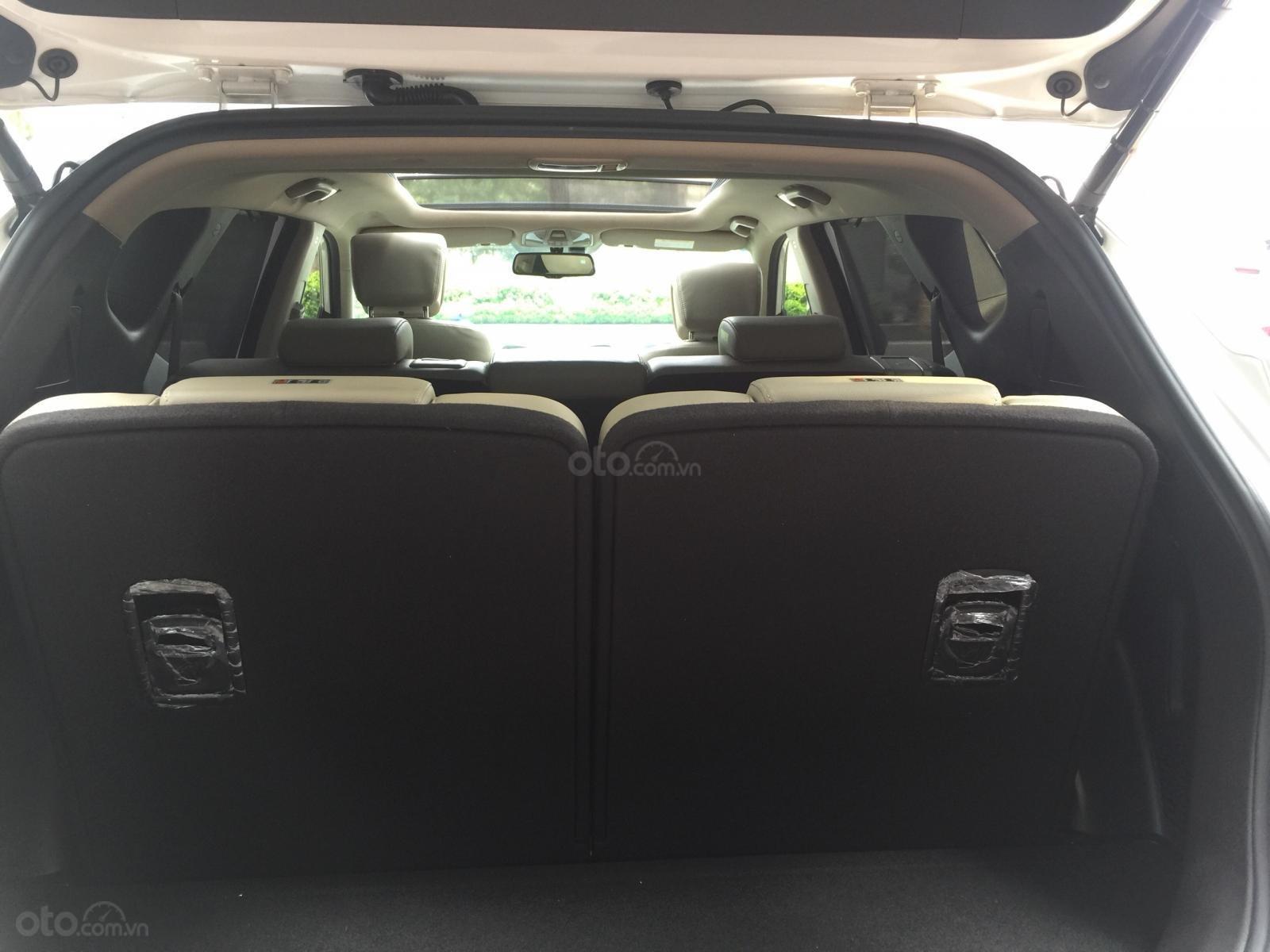 Bán xe Hyundai Santa Fe 2.2 4WD năm 2017, màu trắng (8)