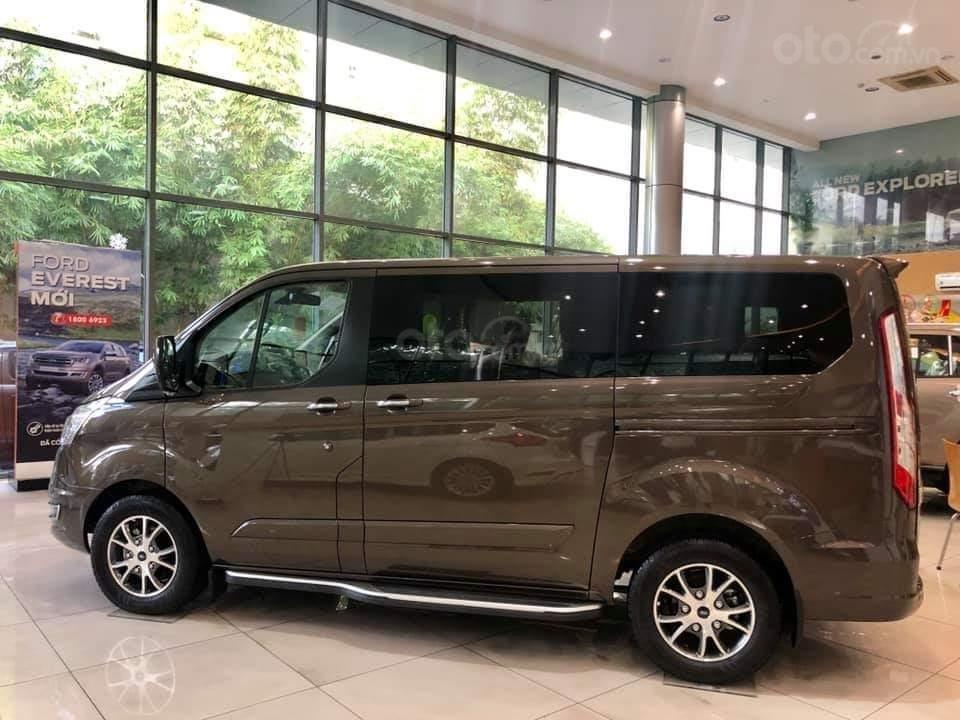 Ford Tourneo Titanium 2.0L Ecoboost 2019, màu nâu - Nội thất rộng rãi, giao xe tháng 11 (2)