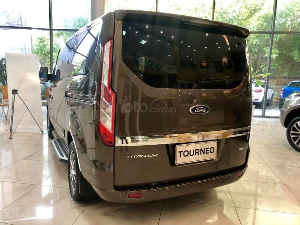 Ford Tourneo Titanium 2.0L Ecoboost 2019, màu nâu - Nội thất rộng rãi, giao xe tháng 11 (3)