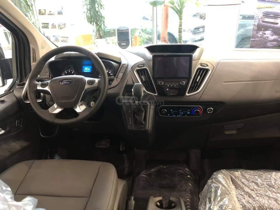 Ford Tourneo Titanium 2.0L Ecoboost 2019, màu nâu - Nội thất rộng rãi, giao xe tháng 11 (4)