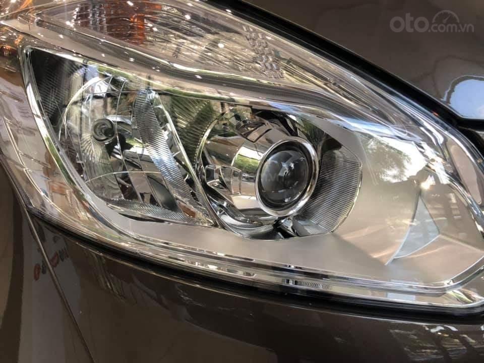 Ford Tourneo Titanium 2.0L Ecoboost 2019, màu nâu - Nội thất rộng rãi, giao xe tháng 11 (5)