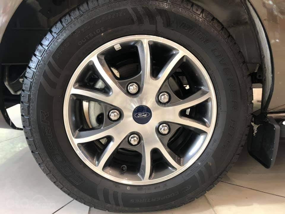 Ford Tourneo Titanium 2.0L Ecoboost 2019, màu nâu - Nội thất rộng rãi, giao xe tháng 11 (9)