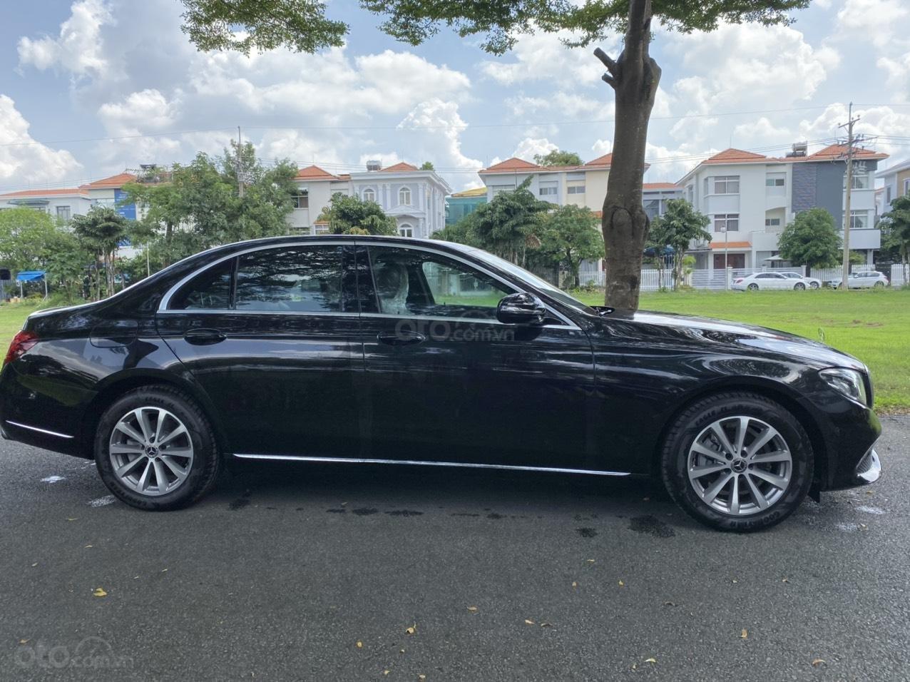 Thanh lý Mercedes E200 2019 màu đen, chạy 10km, giá cực tốt bảo hành 5 năm (4)