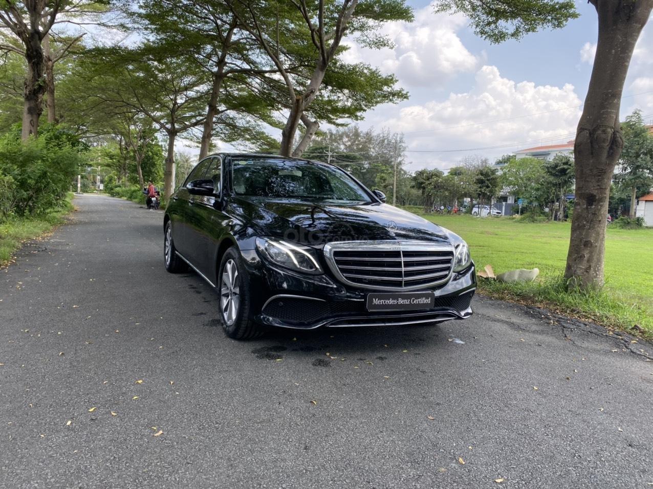 Thanh lý Mercedes E200 2019 màu đen, chạy 10km, giá cực tốt bảo hành 5 năm (3)
