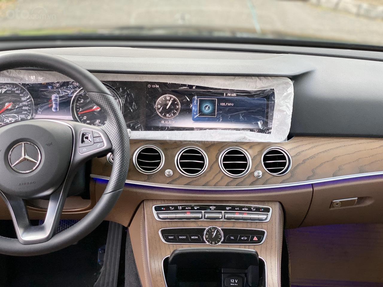 Thanh lý Mercedes E200 2019 màu đen, chạy 10km, giá cực tốt bảo hành 5 năm (6)