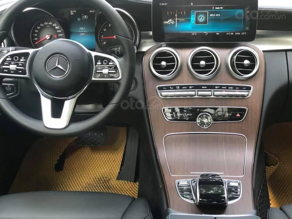 Bán Mercedes C200 Exclusive màu trắng 2019 (10)