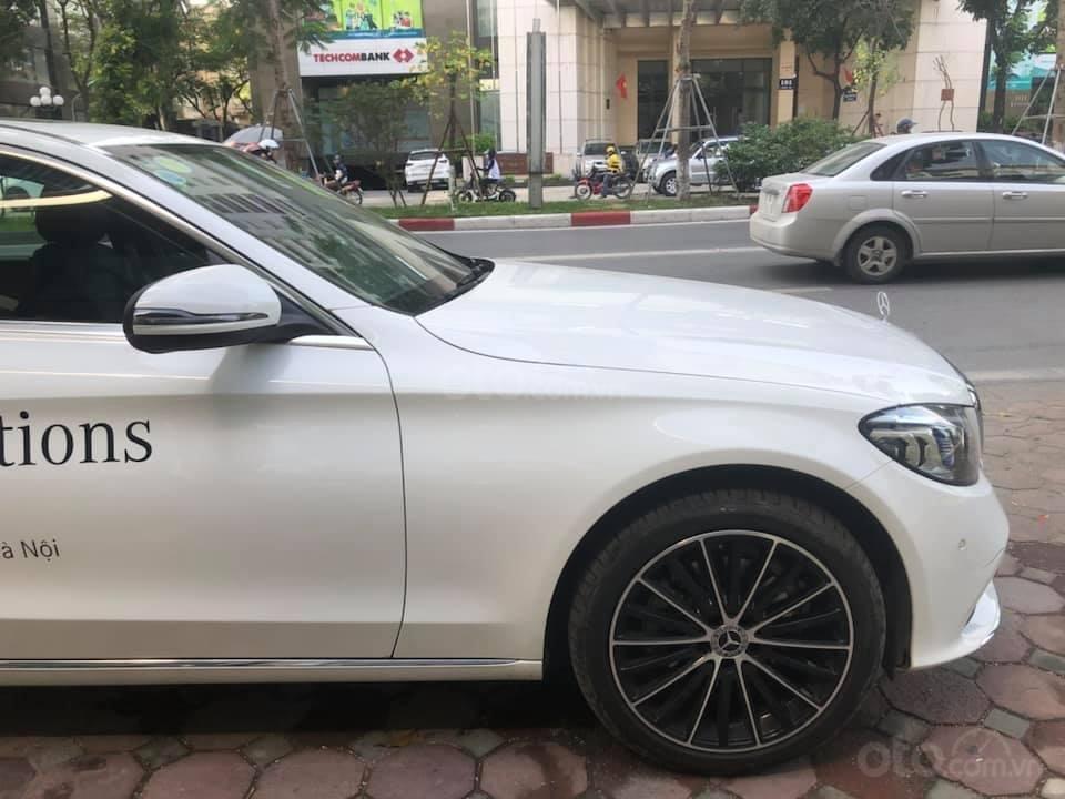 Bán Mercedes C200 Exclusive màu trắng 2019 (12)