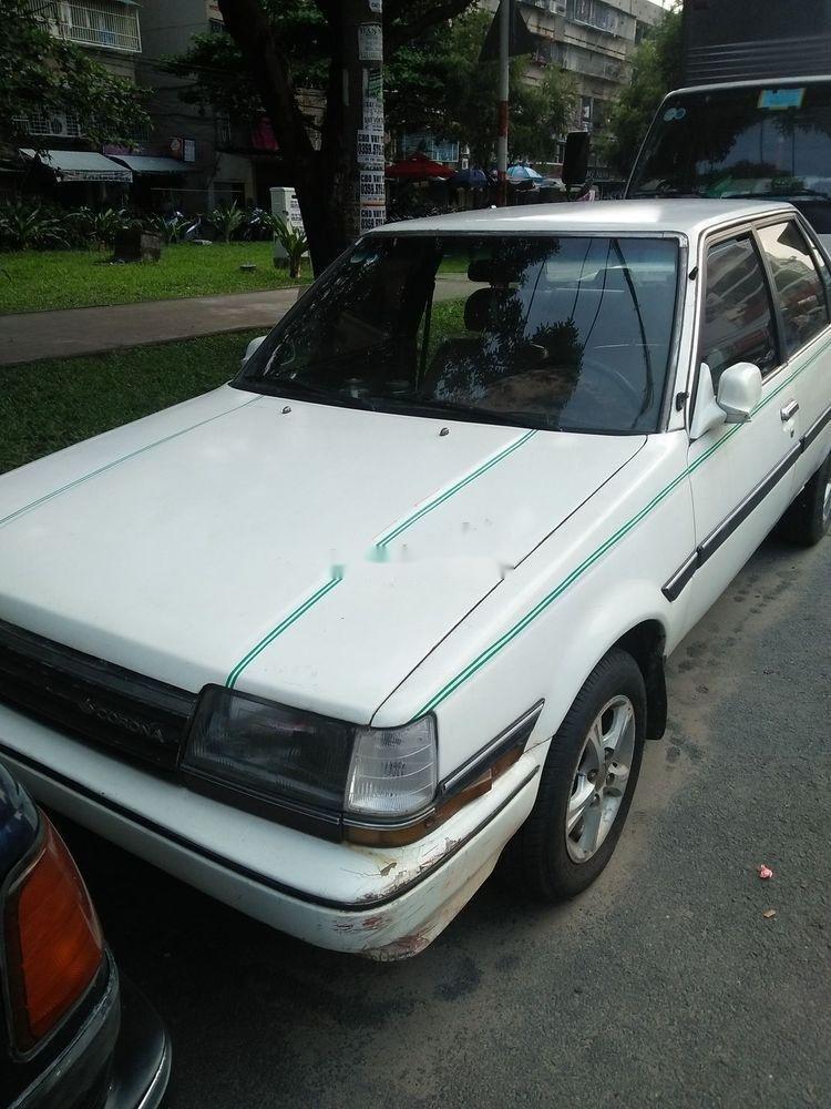 Cần bán xe Toyota Corona năm sản xuất 1985, màu trắng, nhập khẩu nguyên chiếc (1)