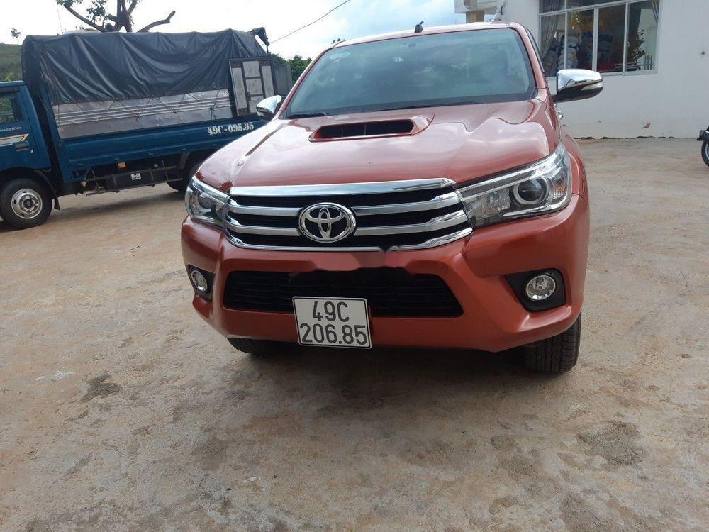 Gia đình cần tiền bán lại xe Toyota Hilux đời 2016 (1)