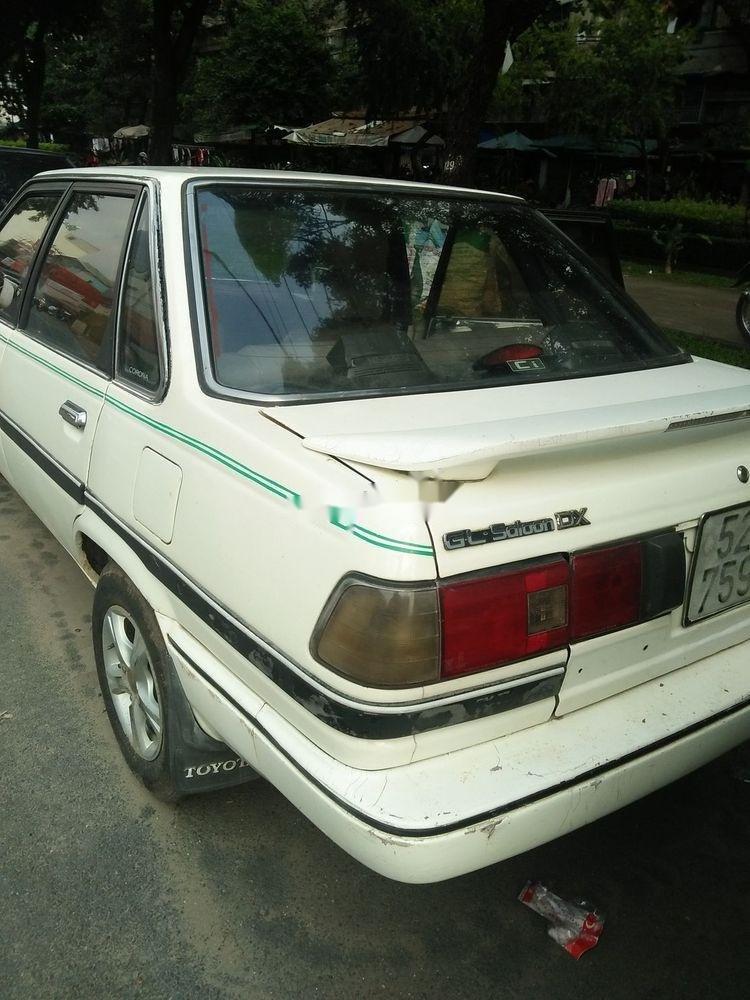 Cần bán xe Toyota Corona năm sản xuất 1985, màu trắng, nhập khẩu nguyên chiếc (2)