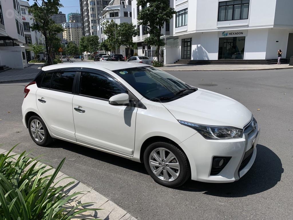 Bán Toyota Yaris 1.3G 2015 màu trắng, đi 42.000km (1)