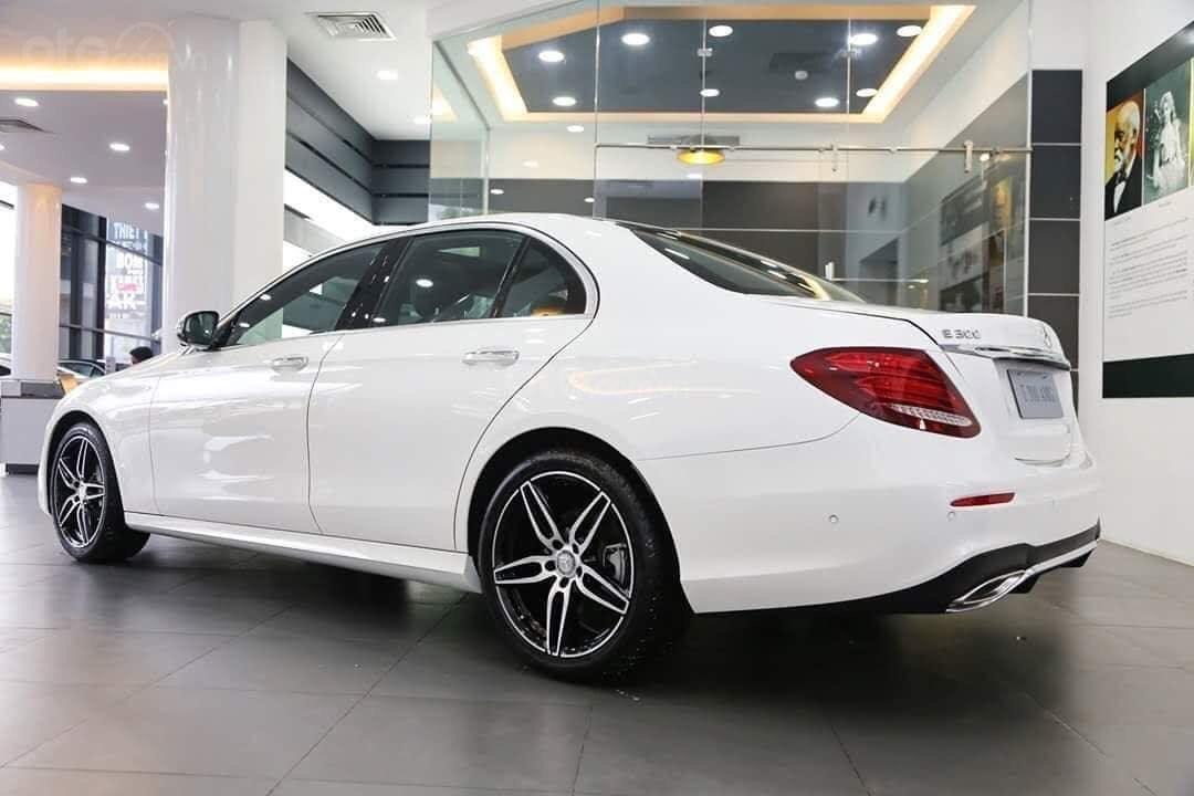 Giá Mercedes E300 AMG 2020, ưu đãi tiền mặt, bảo hiểm, phụ kiện chính hãng tháng 02/2020 (2)