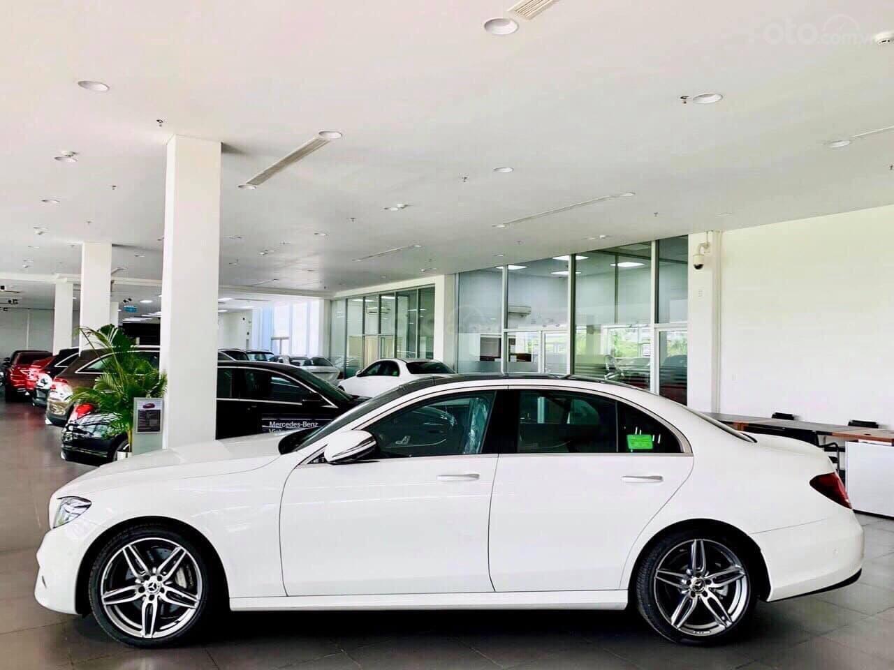 Giá Mercedes E300 AMG 2020, ưu đãi tiền mặt, bảo hiểm, phụ kiện chính hãng tháng 02/2020 (7)