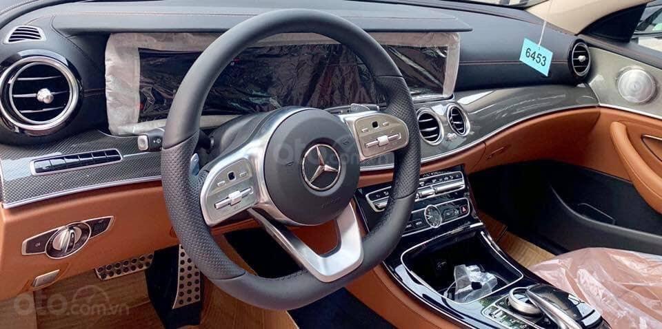 Giá Mercedes E300 AMG 2020, ưu đãi tiền mặt, bảo hiểm, phụ kiện chính hãng tháng 02/2020 (5)