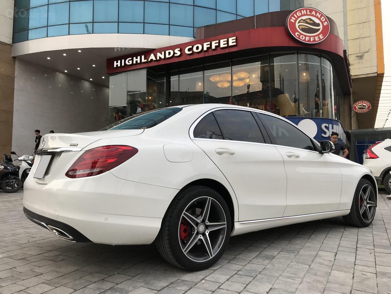 Xe chính chủ bán Mercedes C250 Exclusive 2017 màu trắng, giá tốt, có xuất HĐ (6)