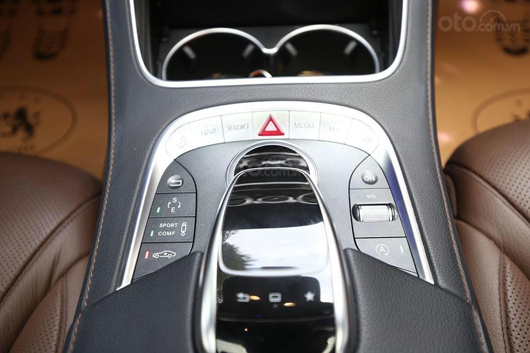 Cần bán xe Mercedes S400 năm sản xuất 2016, màu đen nội thất nâu (12)