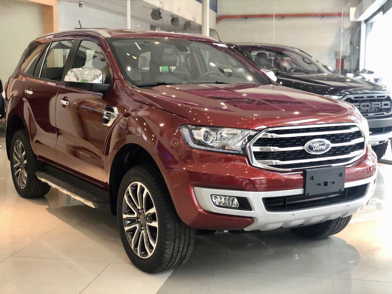 Ford Everest khuyến mãi khủng tặng kèm phụ kiện chính hãng (1)
