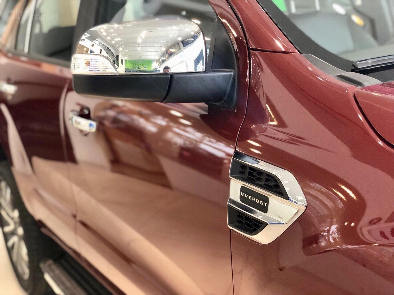 Ford Everest khuyến mãi khủng tặng kèm phụ kiện chính hãng (9)