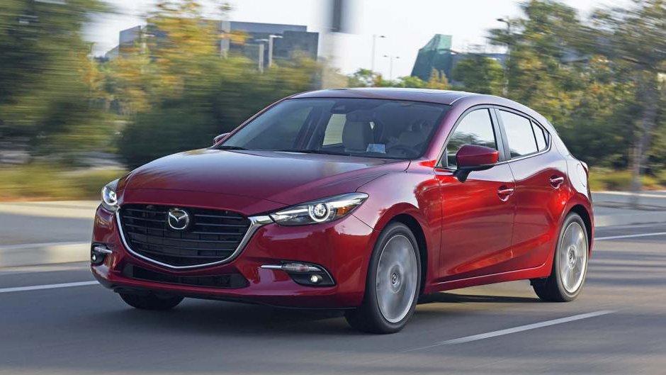 """Mazda 3 tiếp tục """"bá chủ"""" phân khúc hạng C tháng 9/2019."""