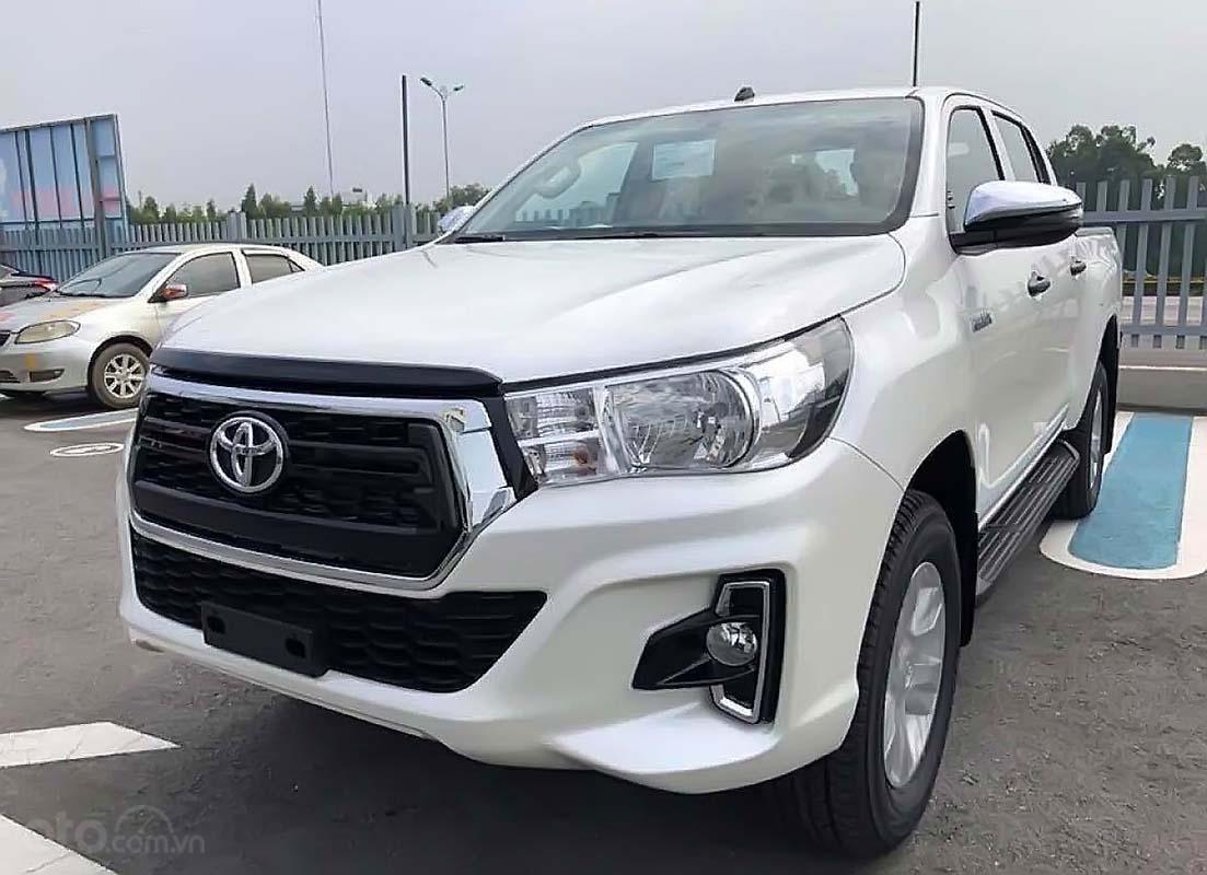 Bán Toyota Hilux 2.4E 4x2 AT năm sản xuất 2019, màu trắng, xe nhập (4)