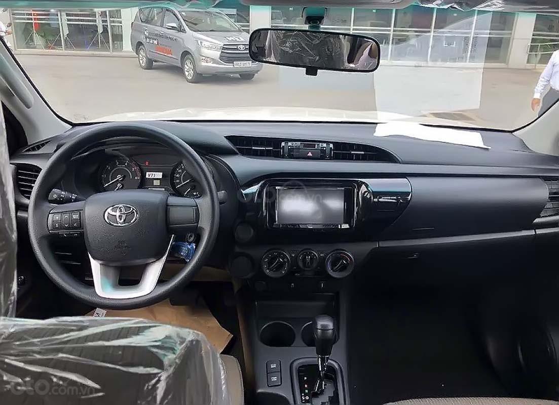 Bán Toyota Hilux 2.4E 4x2 AT năm sản xuất 2019, màu trắng, xe nhập (3)