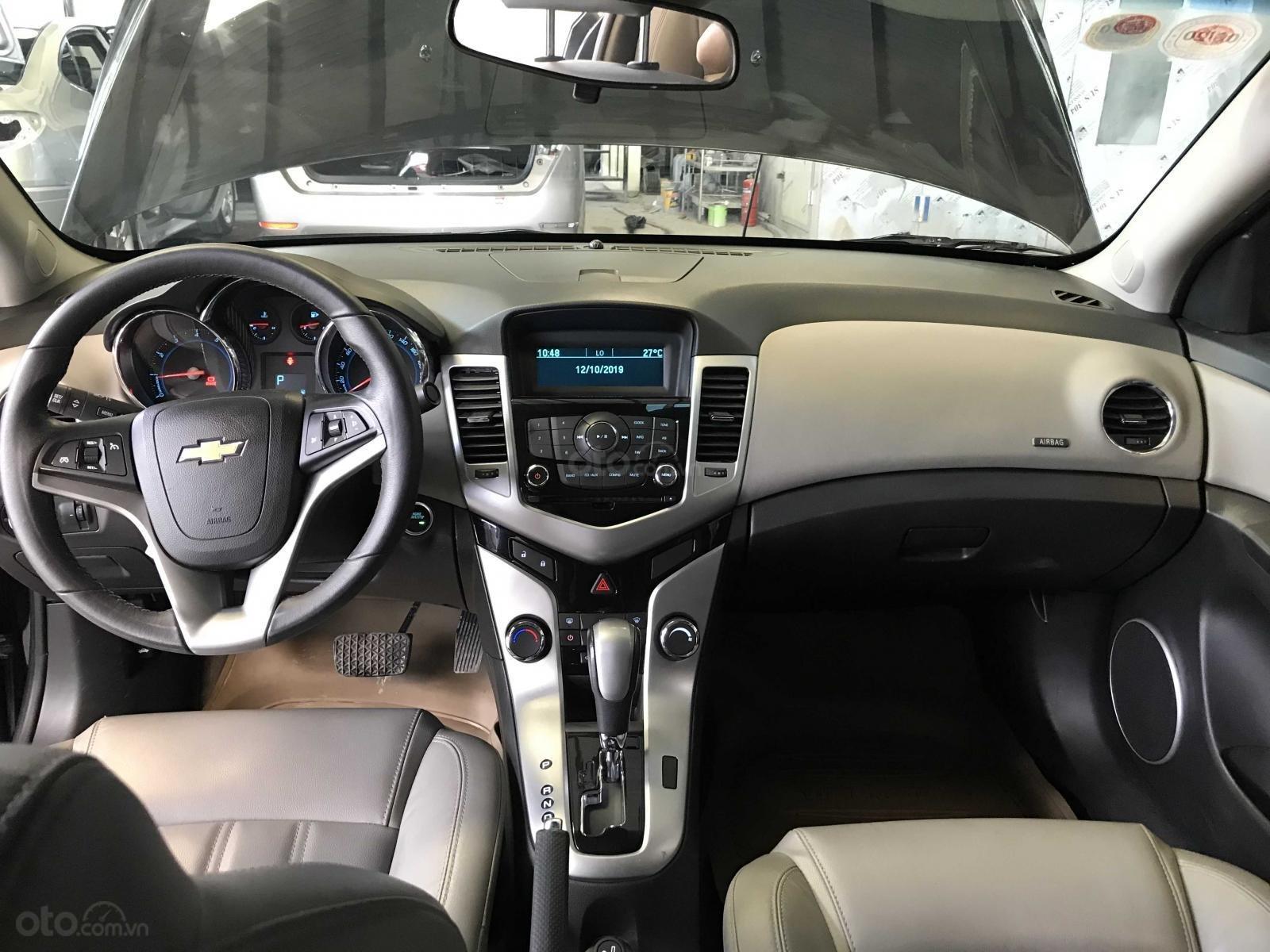 Bán Chevrolet Cruze năm sản xuất 2014, màu đen chính chủ (4)