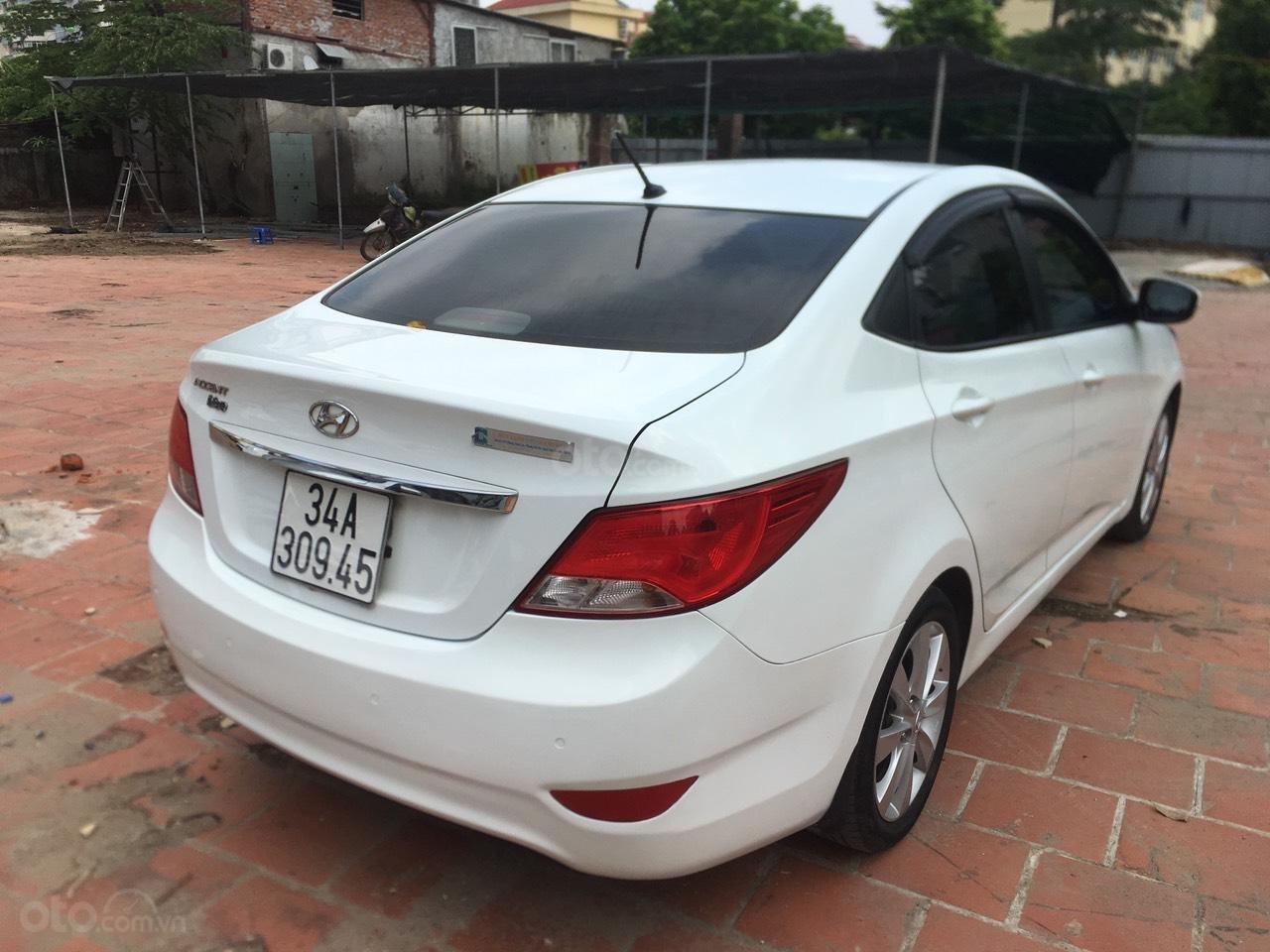 Bán xe Hyundai Accent 2015, màu trắng, nhập khẩu nguyên chiếc (5)