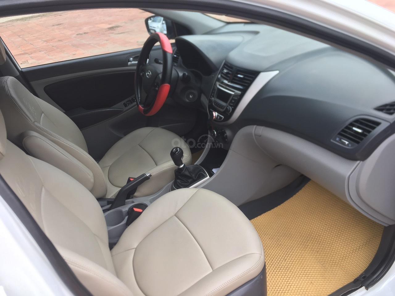 Bán xe Hyundai Accent 2015, màu trắng, nhập khẩu nguyên chiếc (4)