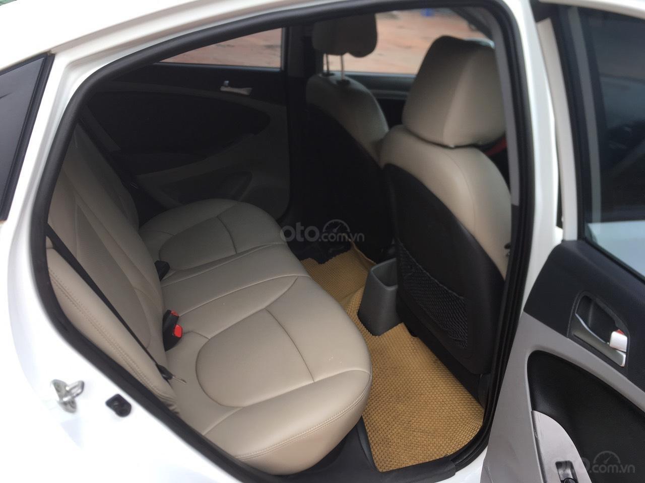 Bán xe Hyundai Accent 2015, màu trắng, nhập khẩu nguyên chiếc (3)