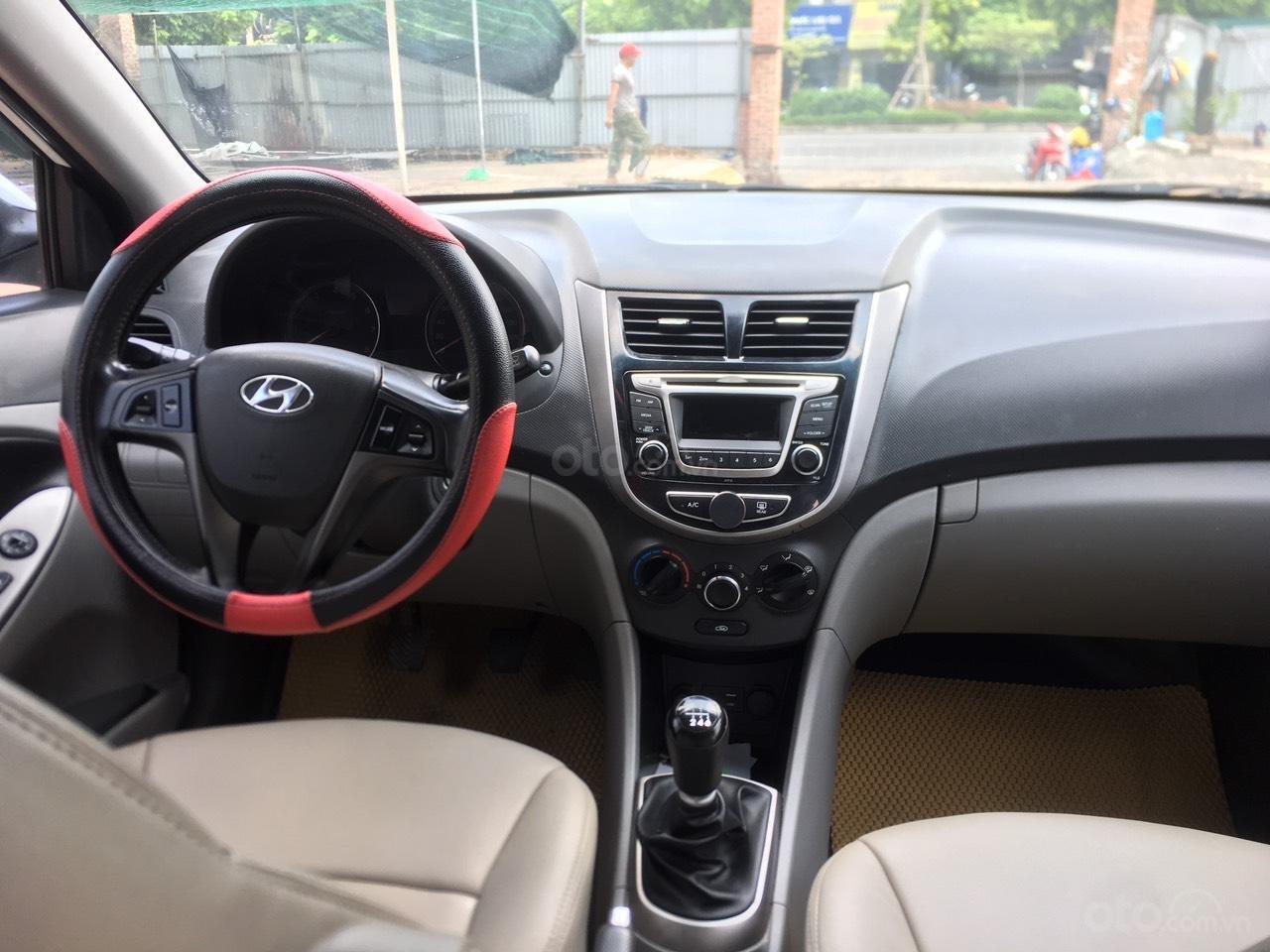 Bán xe Hyundai Accent 2015, màu trắng, nhập khẩu nguyên chiếc (2)