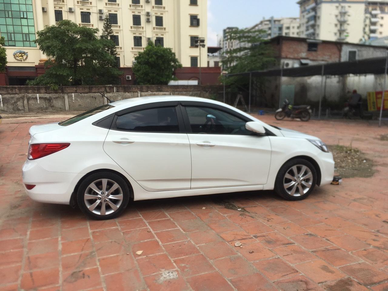 Bán xe Hyundai Accent 2015, màu trắng, nhập khẩu nguyên chiếc (6)