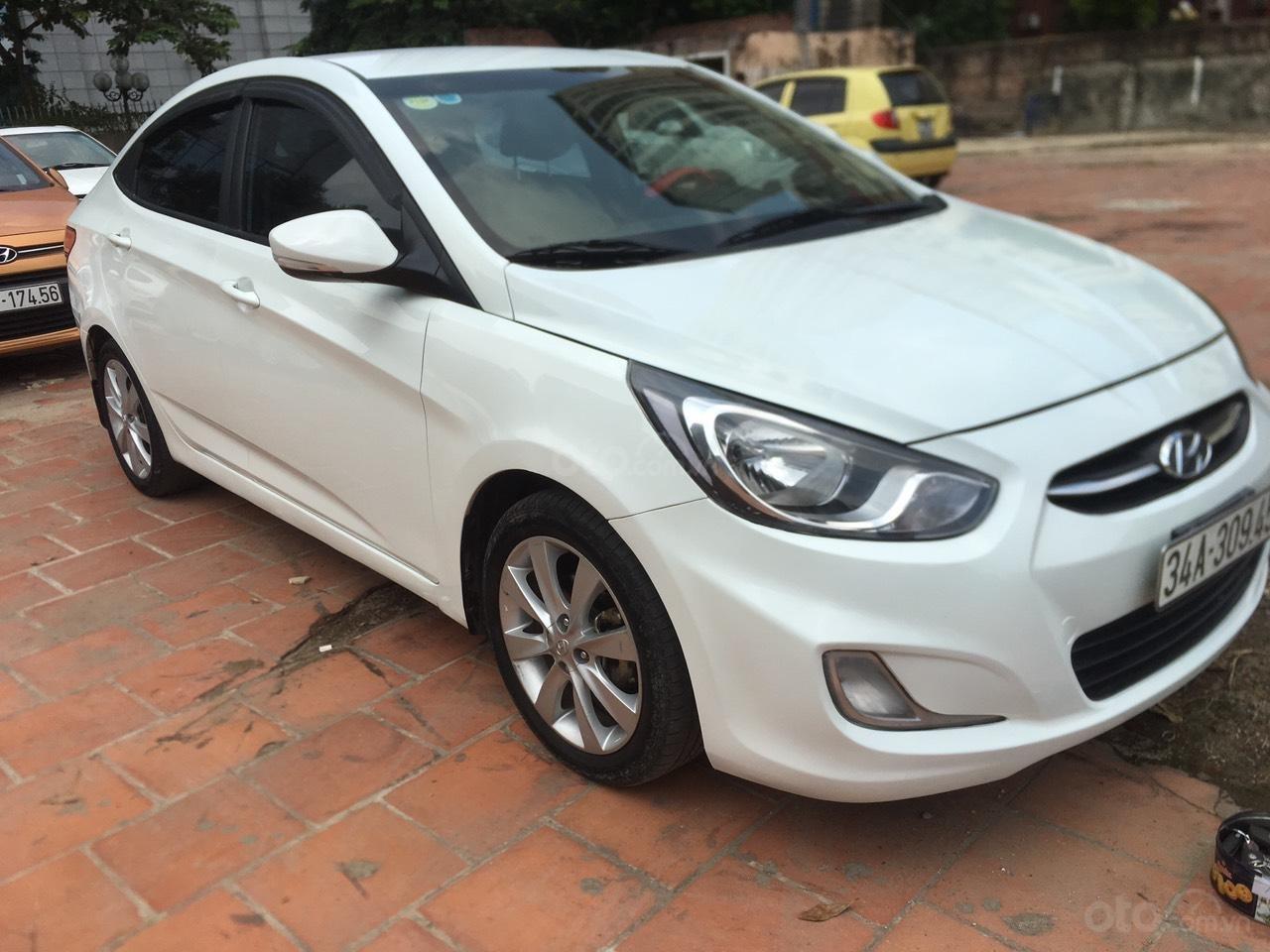Bán xe Hyundai Accent 2015, màu trắng, nhập khẩu nguyên chiếc (1)