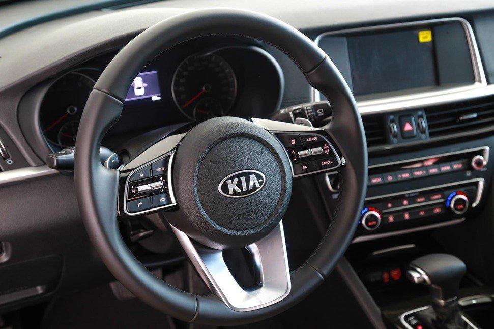 Vô lăng xe Kia Optima 2019 1