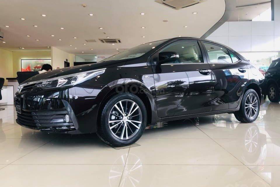 So sánh xe Kia Optima 2019 và Toyota Corolla Altis 2019 về thiết kế thân xe a2