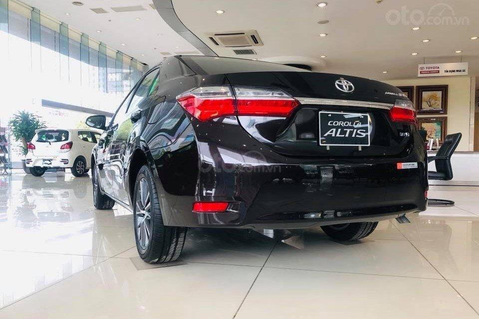So sánh xe Kia Optima 2019 và Toyota Corolla Altis 2019 về đuôi xe a3
