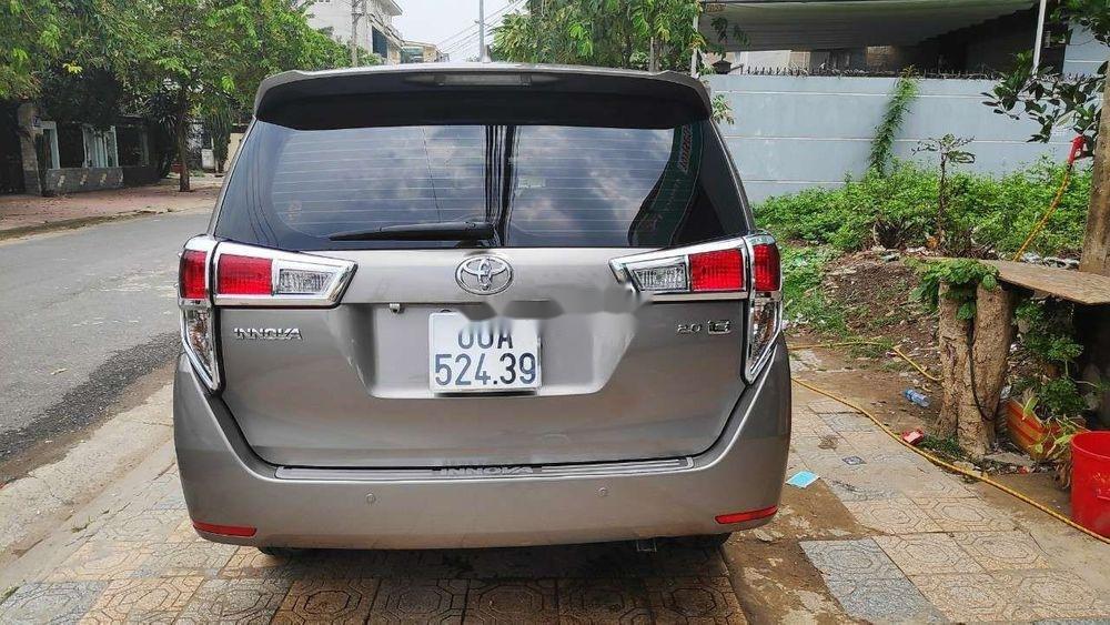 Bán Toyota Innova 2.0E đời 2018, màu xám  (3)
