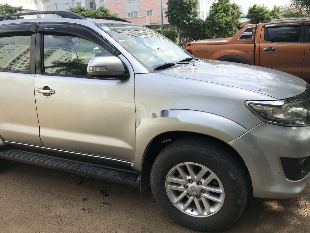 Cần bán Toyota Fortuner MT đời 2012, màu bạc (5)