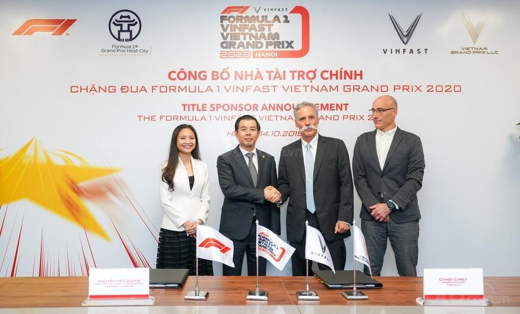 Đại diện của VinFast và Fomula One Group ký hợp tác.
